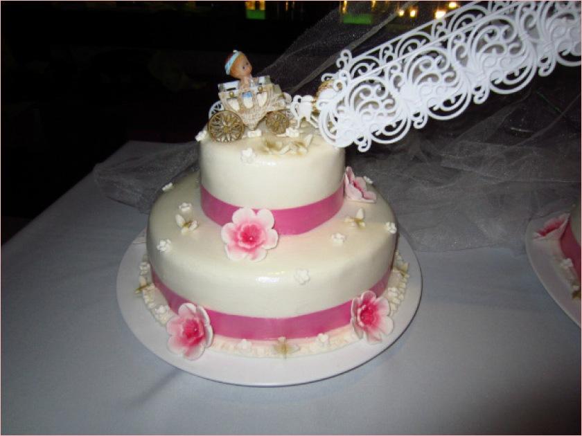 ... Drei Etagen Mit Treppen Torten Diangel über Hochzeitstorte Treppen
